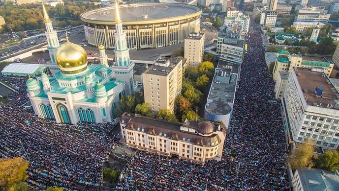 Moskevská mešita obležená muslimy